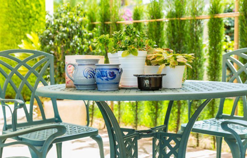 Shopping pour les meubles de patio extérieur: pourquoi les meubles en aluminium moulé Hanamint sont-ils si populaires?