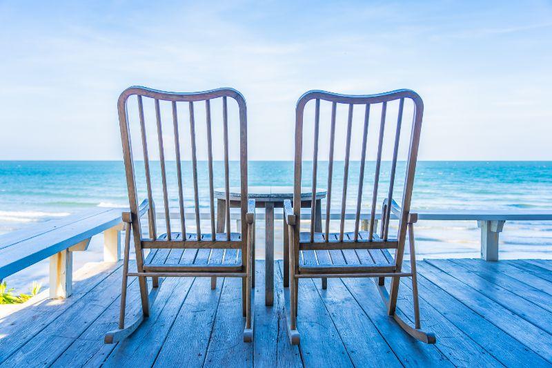 Meubles en chêne en ligne: conseils pour acheter des meubles d'extérieur